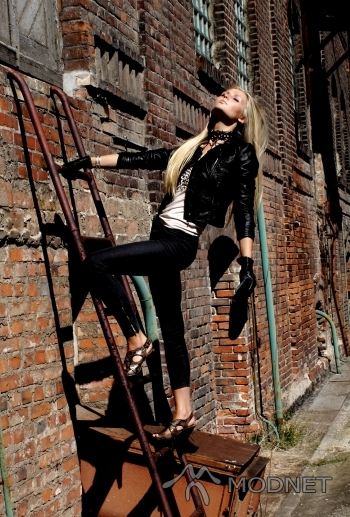 Naszyjnik H&M, Galeria Bałtycka Gdańsk; Kurtka H&M, Galeria Bałtycka Gdańsk; Bluzka H&M, Galeria Bałtycka Gdańsk