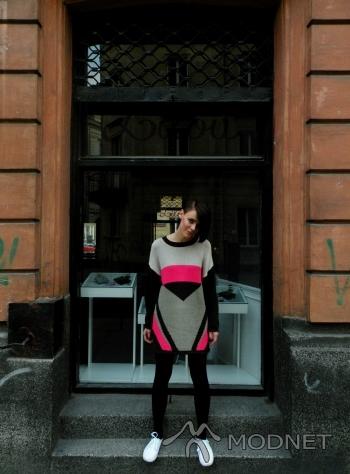 Sweter H&M, Galeria Centrum Warszawa; Trampki H&M, Galeria Centrum Warszawa
