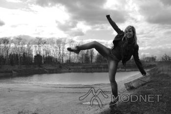 Jeansy Terranova, http://www.allegro.pl; Trampki Nike, http://www.allegro.pl; Kurtka 100% Fashion, http://www.allegro.pl; Bluzka H&M, Rybnik Plaza Rybnik; Szal Cubus, C.H. Forum Gliwice