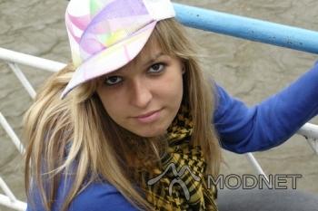 Szal 100% Fashion, http://www.allegro.pl; Bluza Vero Moda, Rybnik Plaza Rybnik; Czapka New Yorker, Focus Park Rybnik