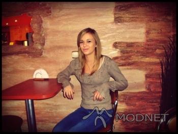 Jeansy Bershka, http://www.allegro.pl; Bluzka F&F, http://www.allegro.pl