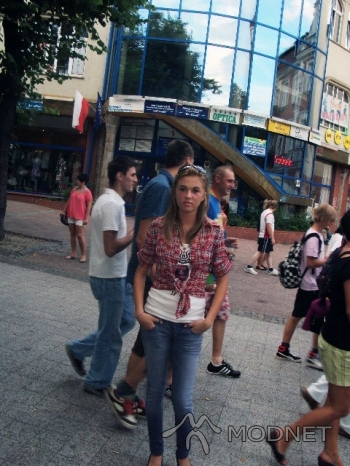 Top F&F, http://www.allegro.pl; Jeansy Bershka, http://www.allegro.pl