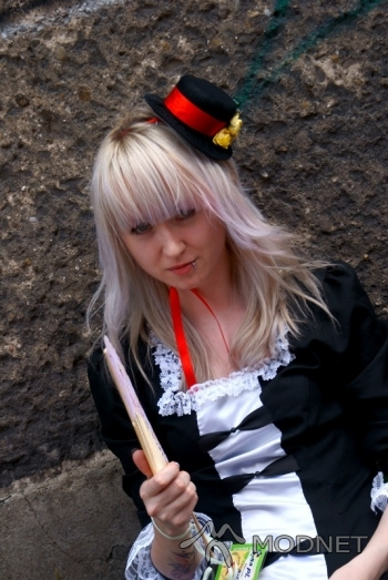 Sukienka Harajuku, http://www.allegro.pl; Kapelusz Harajuku, http://www.allegro.pl