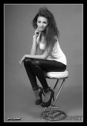 Legginsy A-wear, Galeria Grafitt Zielona Góra; Bluzka 100% Fashion, Auchan Zielona Góra; Czółenka, http://www.allegro.pl