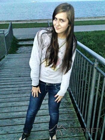 Torebka Geneva, http://www.allegro.pl; Bluza Disney, http://www.allegro.pl; Bransoleta H&M, http://www.allegro.pl