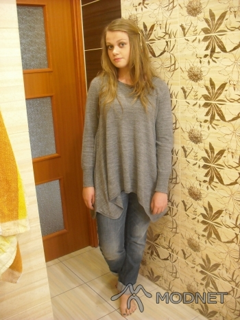 Jeansy H&M, Lublin Plaza Lublin; Sweter H&M, Lublin Plaza Lublin