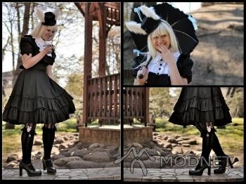Podkolanówki BodyLine, http://www.bodyline.co.jp; Kapelusz BodyLine, http://www.bodyline.co.jp; Sukienka BodyLine, http://www.bodyline.co.jp