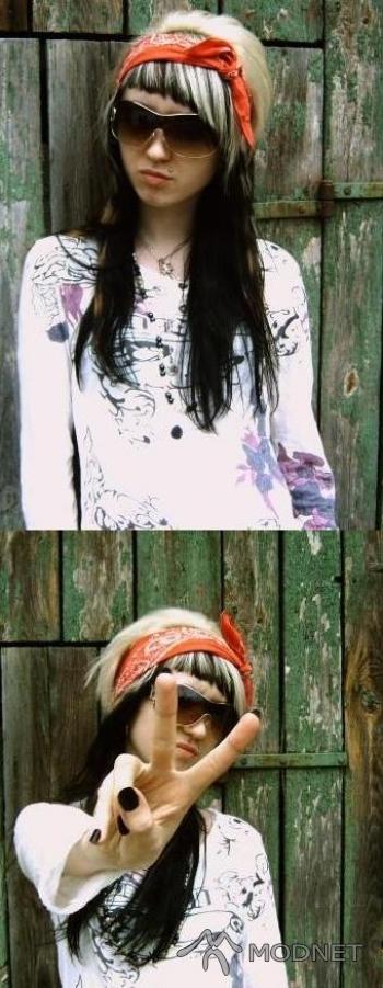 Okulary Face Style, http://www.allegro.pl; Bluzka T.A.T.U, http://www.allegro.pl