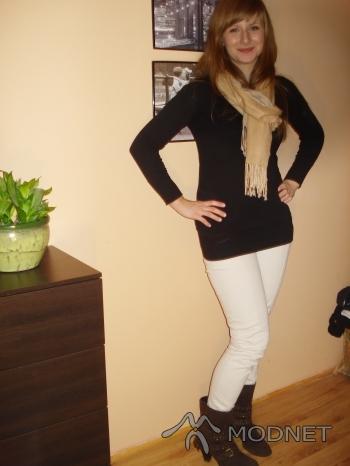 Spodnie Reserved, Centrum Handlowe Max Chrzanów; Botki Deichmann, Centrum Handlowe Max Chrzanów