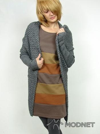 Sukienka, http://www.kufersklep.pl/; Sweter, http://www.kufersklep.pl/