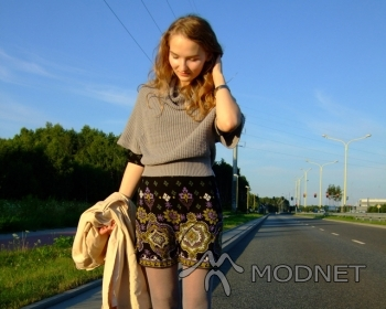 Sweter New Look, http://www.allegro.pl; Sukienka NO NAME, http://www.allegro.pl