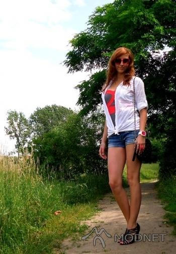 Top Atmosphere, http://www.allegro.pl; Koszula River Island, http://www.allegro.pl; Szpilki F&F, http://www.allegro.pl