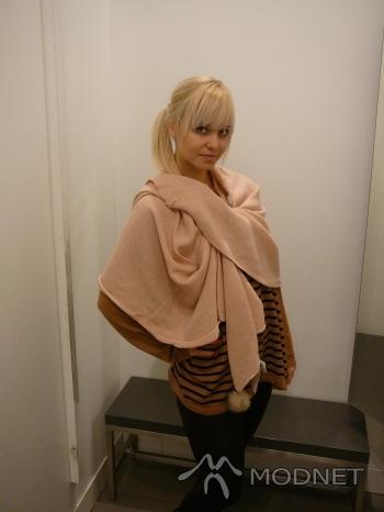 Sweter H&M, Focus Mall Bydgoszcz; Szal H&M, Focus Mall Bydgoszcz
