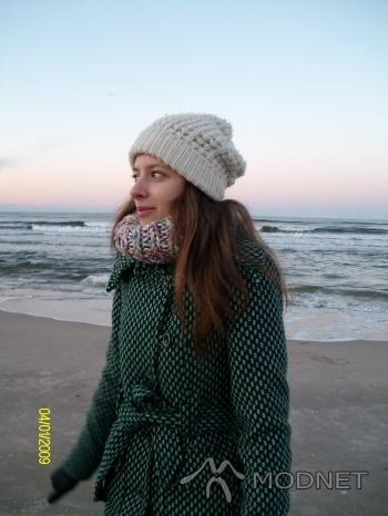 Płaszcz Orsay, Ogrody Elbląg; Sweter Reserved, Ogrody Elbląg