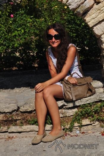 Torebka Mizensa, http://www.etorebka.pl; Buty allegro, http://www.allegro.pl; Sukienka Mango, Second Hand  Świnoujście