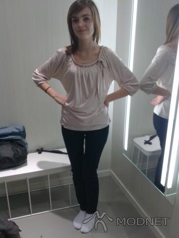 Spodnie H&M, Pasaż Zieleniec Toruń; Bluzka H&M, Pasaż Zieleniec Toruń