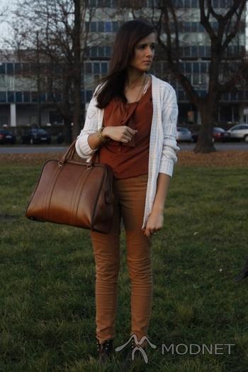 Torebka Vintage, Dyskont odzieżowy Mielec; Sweter Vintage, Dyskont odzieżowy Mielec; Bluzka Misha, Dyskont odzieżowy Mielec; Spodnie Accesorize, Dyskont odzieżowy Mielec