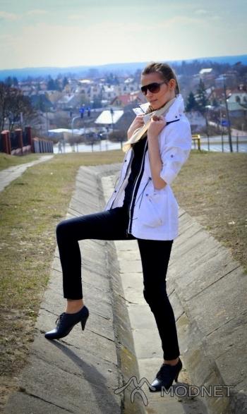 Okulary, Galeria Zielona Puławy; Spodnie H&M, Galeria Zielona Puławy; Botki Deichmann, Galeria Zielona Puławy