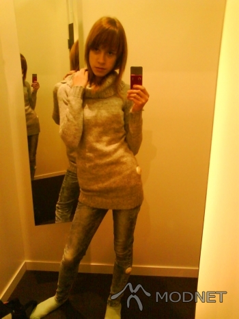 Sweter H&M Young, Cuprum Arena Lubin; Jeansy H&M Young, Cuprum Arena Lubin