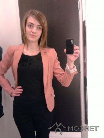 Spodnie H&M, H&M Toruń; Bluza H&M, H&M Toruń; Żakiet H&M, H&M Toruń