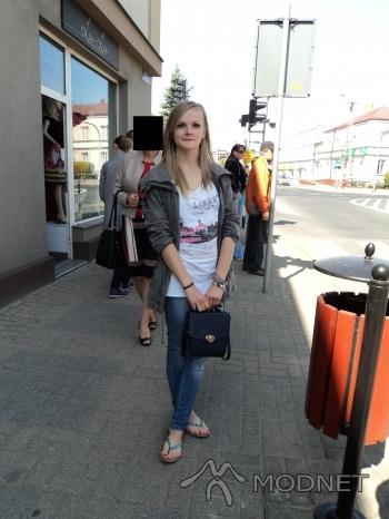 Bluzka Reporter, Auchan Częstochowa