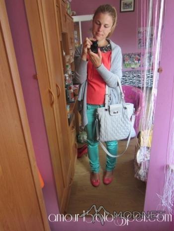 Peleryna NO NAME, Tani Armani Lubaczów; Spodnie N-fashion, http://www.allegro.pl; Bluzka NO NAME, http://www.szafa.pl; Baleriny made in China, Bazar Przemyśl