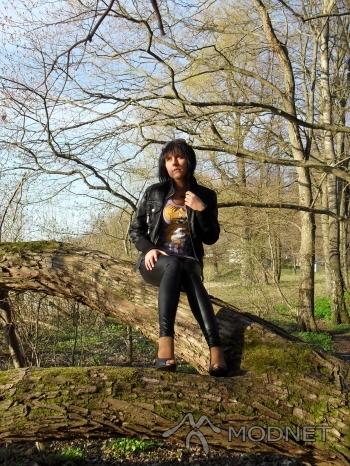 Legginsy noname, http://www.allegro.pl; Bluza noname, http://www.allegro.pl; Czółenka, http://www.allegro.pl