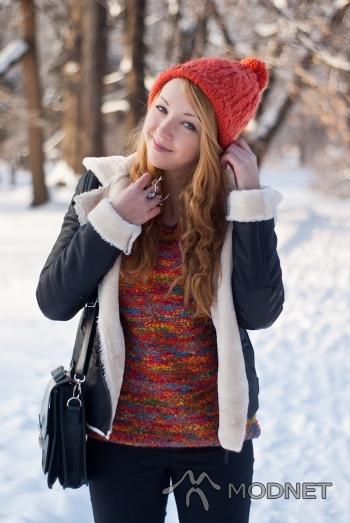 Kurtka Zara, http://VJ-style.com; Spodnie H&M, Millenium Hall Rzeszów; Sweter, http://www.sammydress.com/; Czapka H&M, Graffica Rzeszów; Bransoleta VJ-Style, http://VJ-style.com