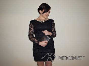 Sukienka Japan Style, http://www.allegro.pl; Naszyjnik Japan Style, http://www.allegro.pl