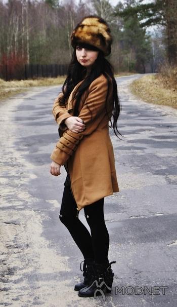 Botki Japan Style, http://www.allegro.pl; Czapka, http://turcjaturcja.com; Płaszcz Japan Style, http://www.allegro.pl