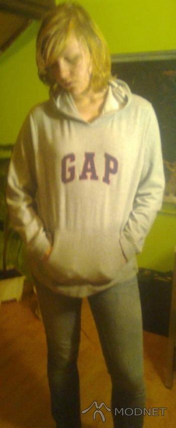 Bluza GAP, http://www.allegro.pl; Jeansy GAP, http://www.allegro.pl