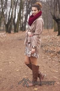 Sukienka NO NAME, Biga Bytom; Sweter NO NAME, Biga Bytom; Szal NO NAME, http://www.allegro.pl