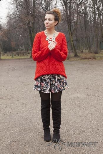 Sweter H&M, Agora Bytom; Naszyjnik H&M, Agora Bytom