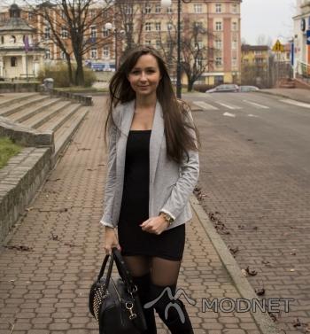 Marynarka Zara, Silesia City Center Katowice; Sukienka NO NAME, allegro.pl; Podkolanówki H&M, H&M Katowice