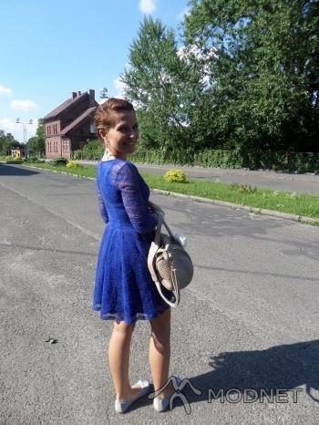 Sukienka H&M, Odrzańskie ogrody Kędzierzyn Koźle; Kolczyki SIX, Odrzańskie ogrody Kędzierzyn Koźle; Baleriny biedronka, Odrzańskie ogrody Kędzierzyn Koźle