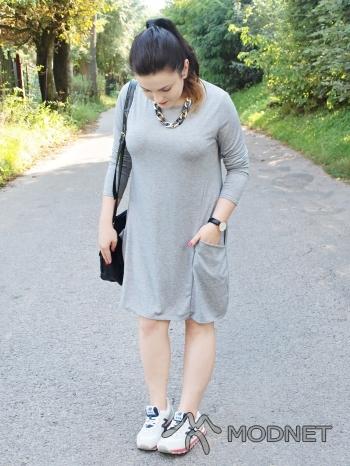 Sukienka Japan Style, http://www.allegro.pl; Trampki new balance, http://www.allegro.pl